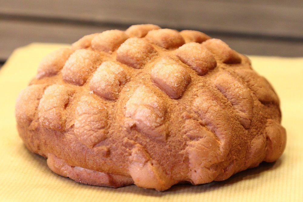 普通のパンの3倍!ジャンボメロンパンの驚きの製造過程