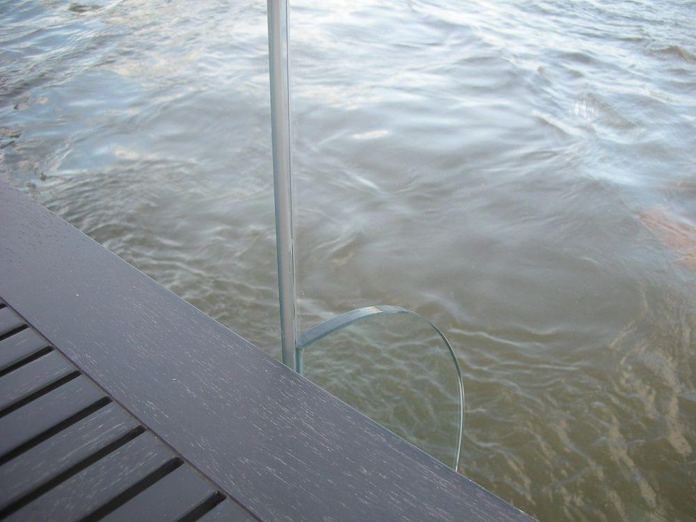 水を隔てるのはガラス1枚!チャオプラヤー川に一番近いレストランで朝食を