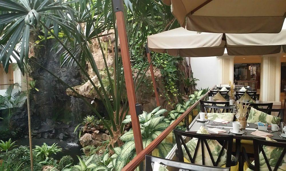カスケードレストランのテラス席は最高!種類豊富なビュッフェに舌鼓!