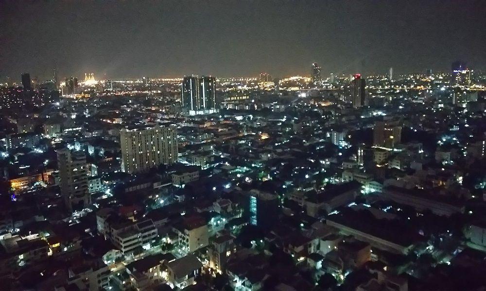 バンコクの夜景を独り占め!テラスがバンコク名物絶景バーに早変わり