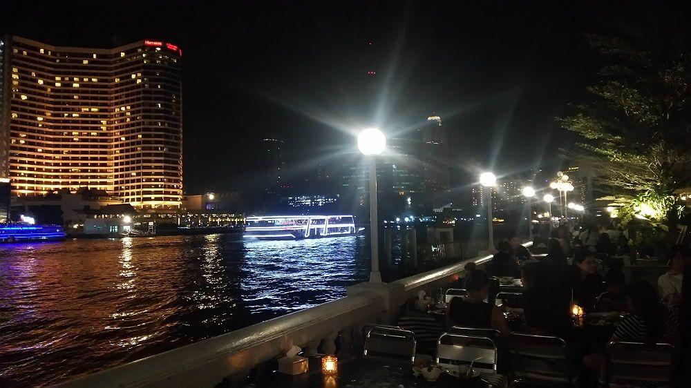 タイ人で大賑わい!バンコクの人気リバーサイドレストラン