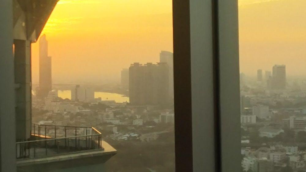 夕日がバンコクを包み込むマジックタイムが圧巻!