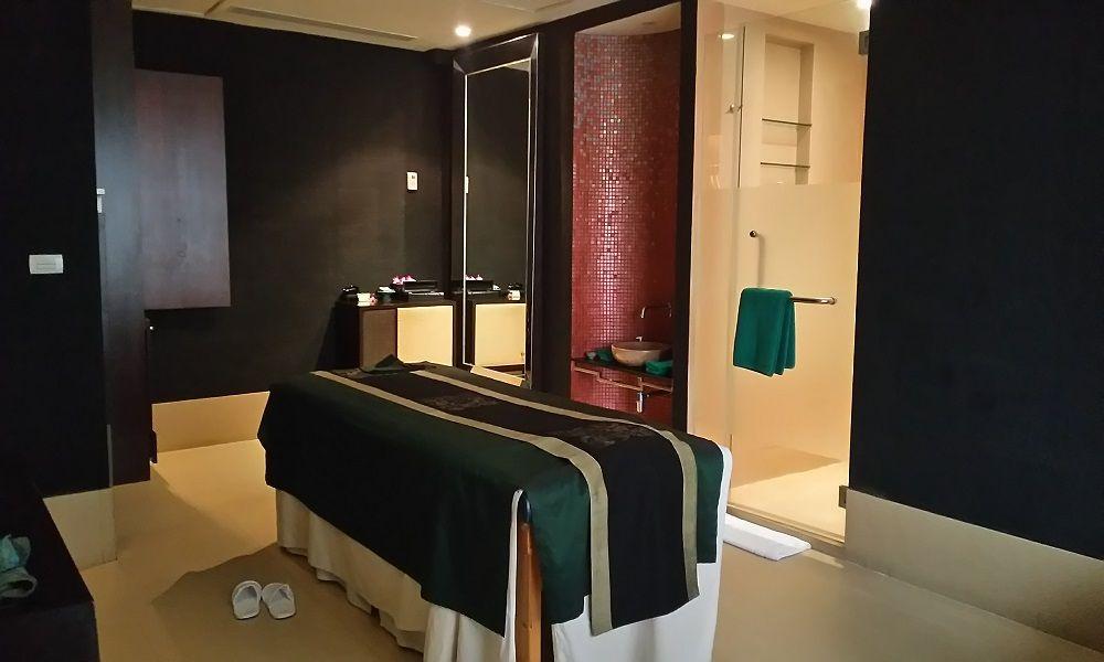 これぞバンヤンツリースパ!ゴージャスな施術室は高級ホテルならでは!