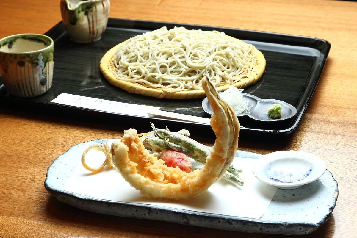 江戸前の天然ものの穴子を使った「穴子の天ぷら」も絶品!