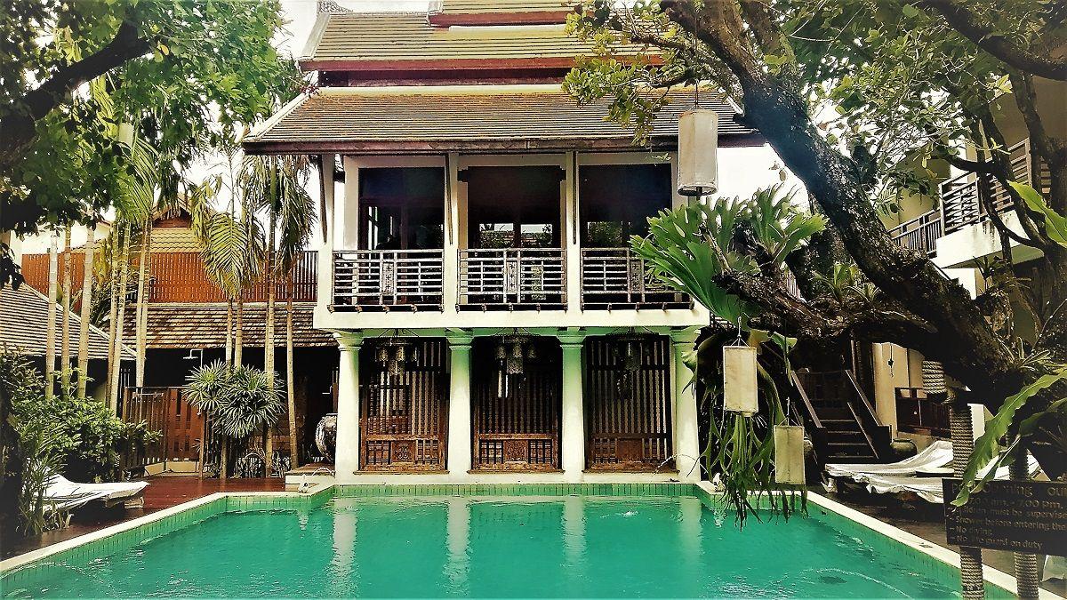 プールを囲む古民家風邸宅の佇まい「ザ・リムチェンマイ」