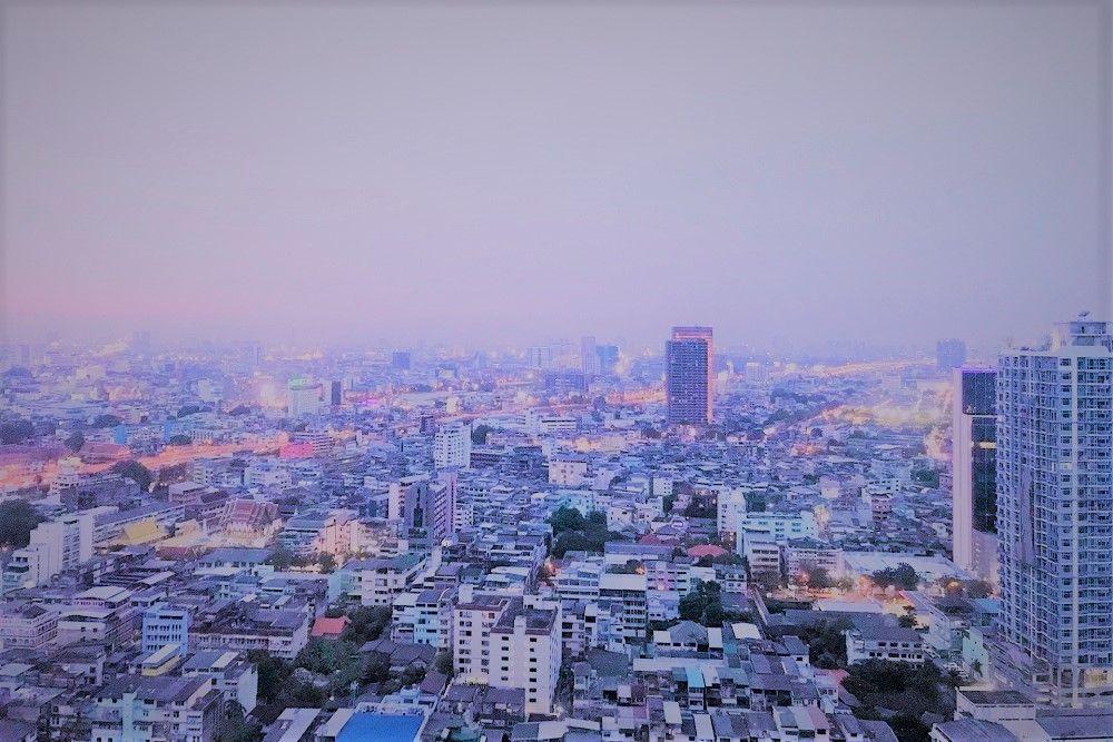 バンコクの名所マハナコーンがきれいに見えるルーフトップバー