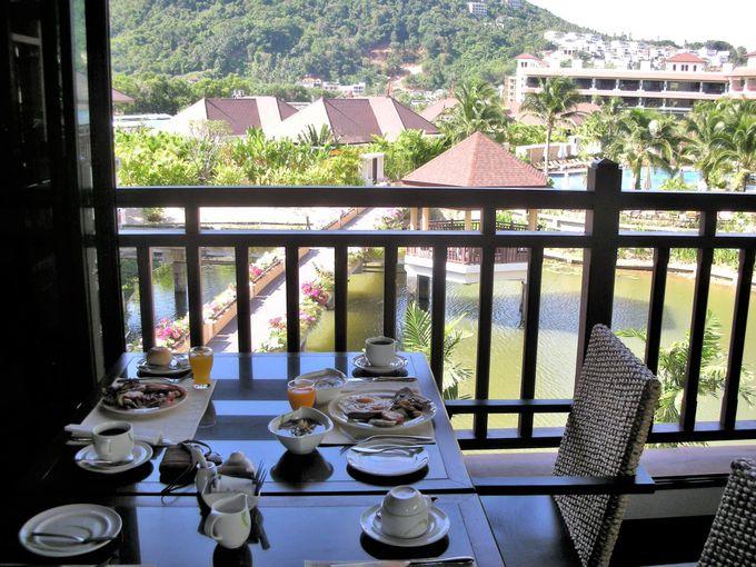 プーケットのホテルで朝食を!テラスからの眺めに感激