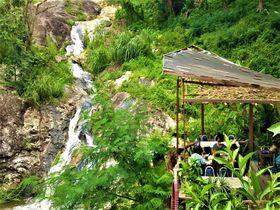 タイ・チェンマイの滝を眺める絶景レストラン「フアンフアイケーオ」