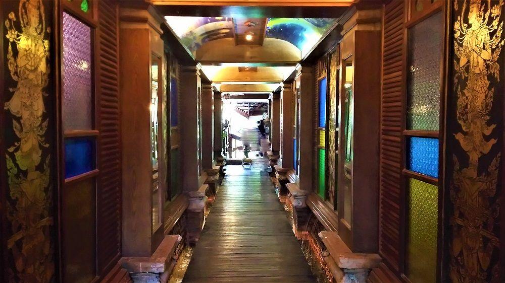 まるで遺跡?チェンマイの滝を眺めるレストラン