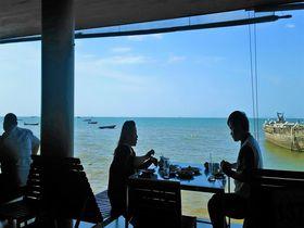 パタヤの絶景シーフードレストラン「ムンアロイ」で海を眺めてごろ寝