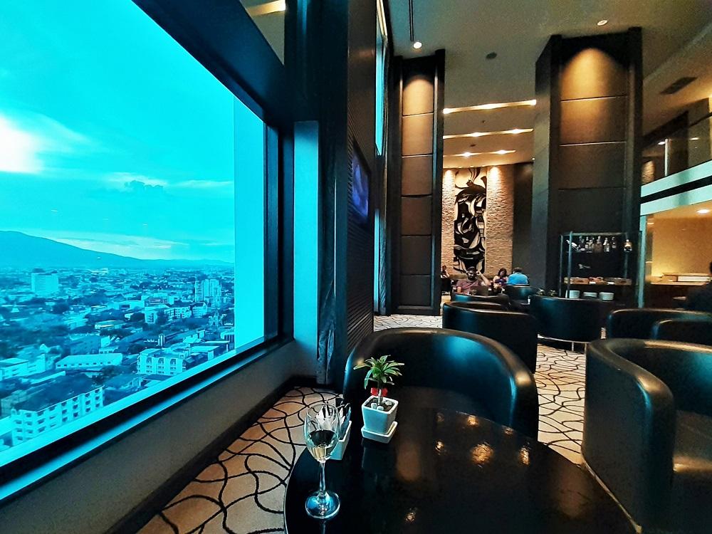 ナイトバザールに佇む高級ホテル「ルメリディアンチェンマイ」