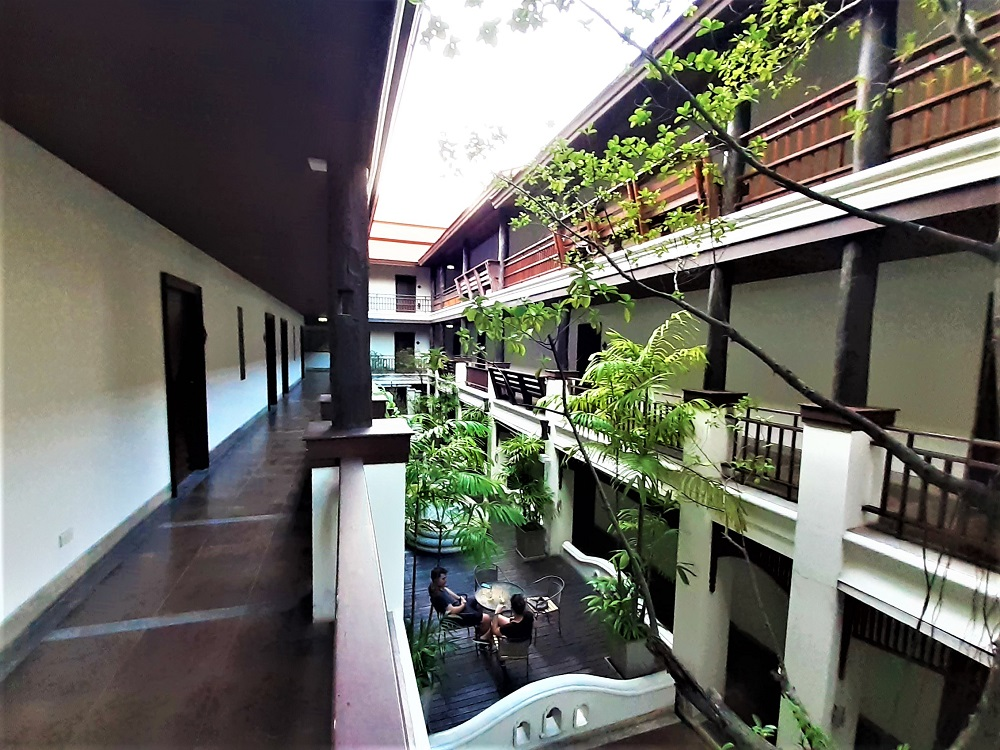 蛇神が見守る神秘的なデナガホテルチェンマイの館内と客室