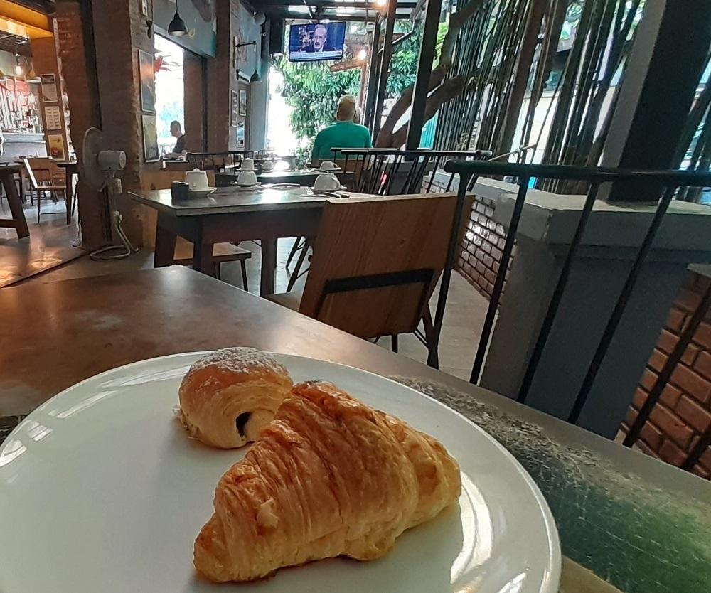 カフェの朝食が秀逸!ホームメイドのパンがモチモチサクサク