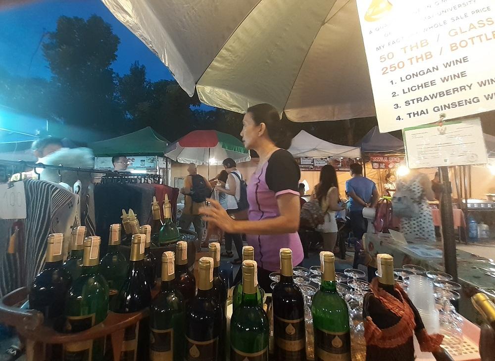 チェンマイならではのライチやロンガンのワインでほろ酔い