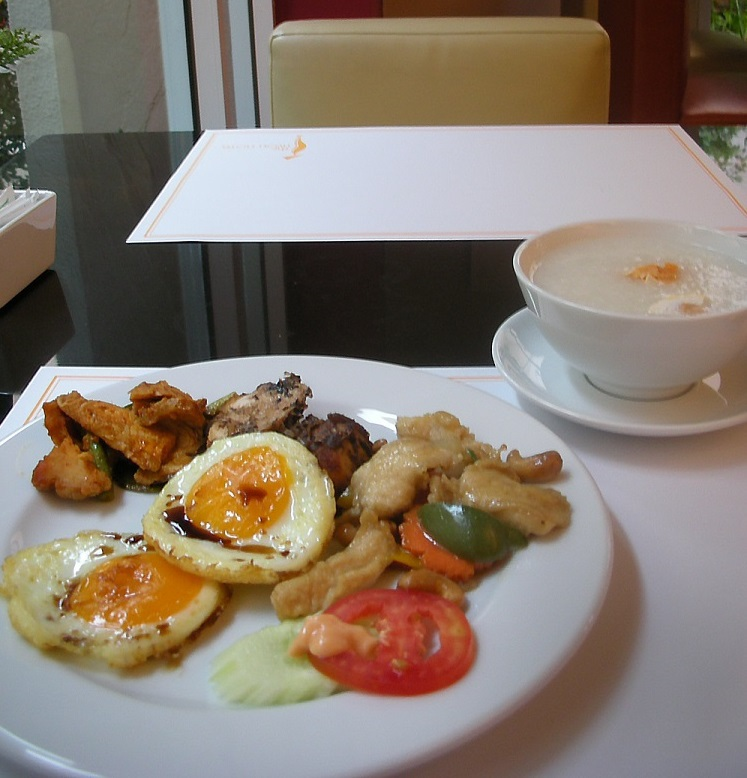 タイ料理の種類が豊富!素朴な朝食ビュッフェ