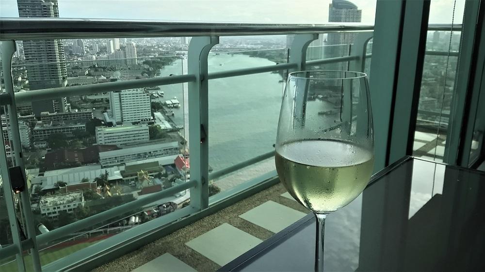 チャオプラヤー川の上で乾杯!クラブラウンジからの眺めが抜群