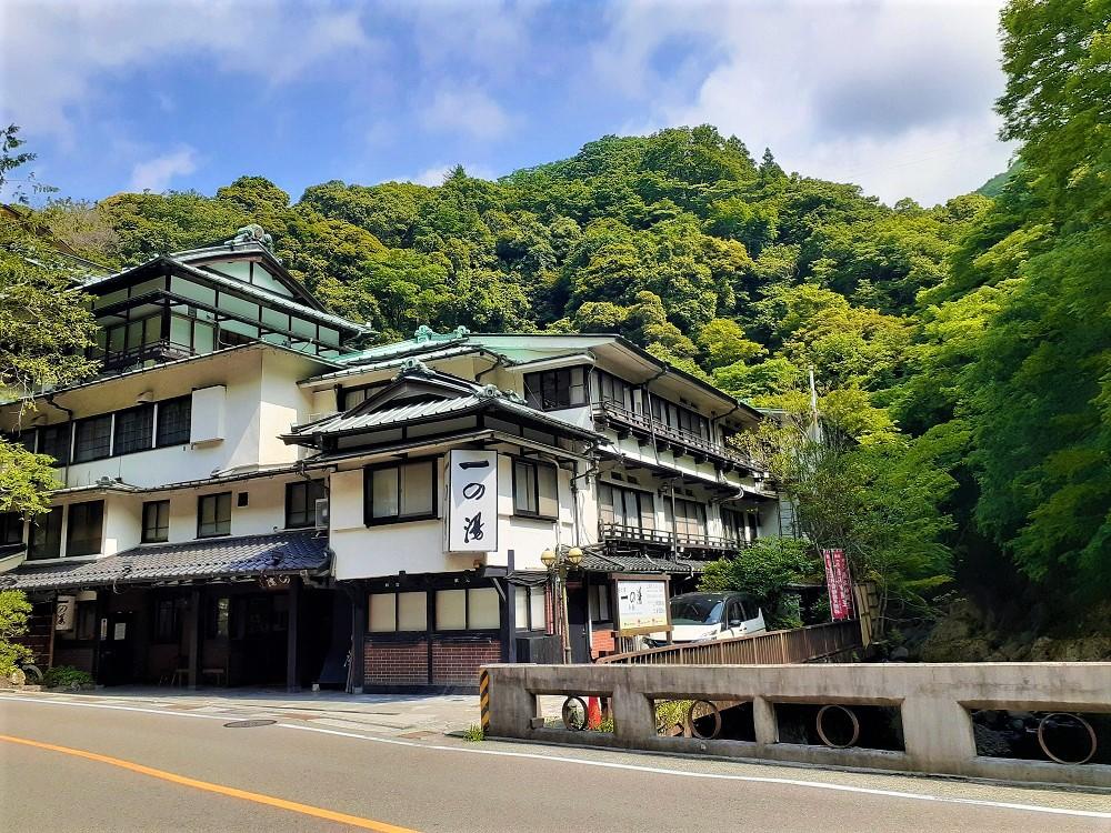 箱根の旅館でおこもり!箱根塔の沢一の湯本館の露天風呂付客室