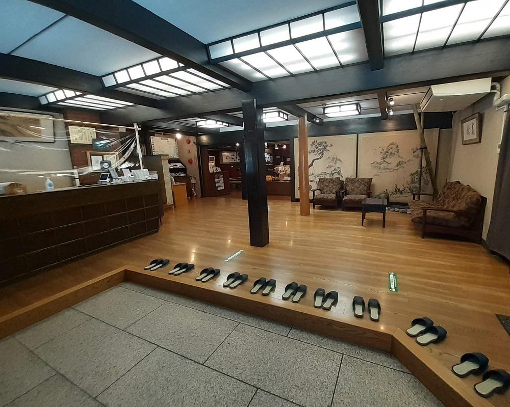 作り物ではない昔ながらの温泉旅館「箱根塔の沢一の湯本館」