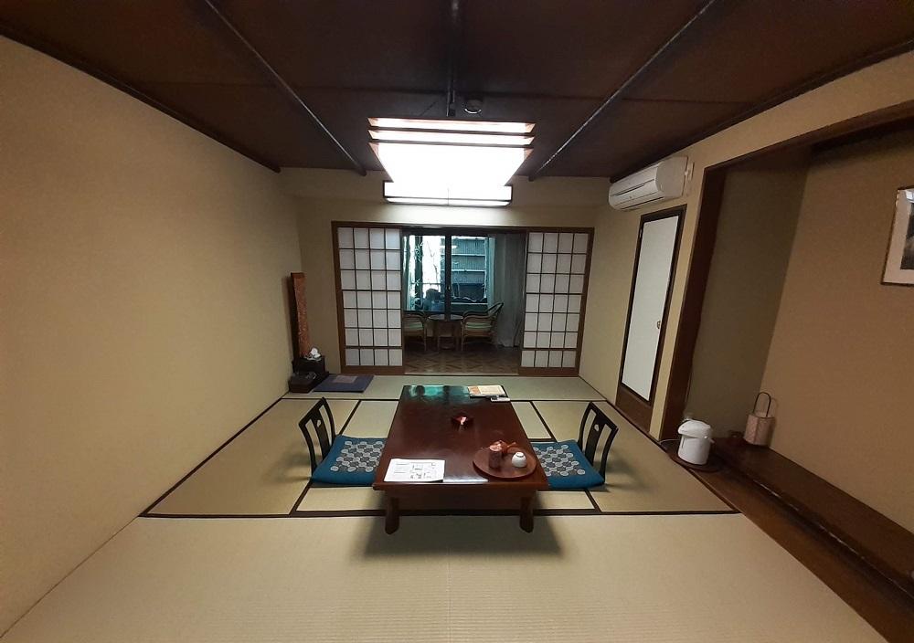 箱根の露天風呂付客室で、のんびりまったりおこもり