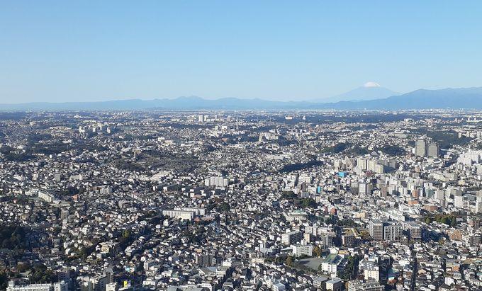 富士山が見えるクラブラウンジでサンセットを楽しむ
