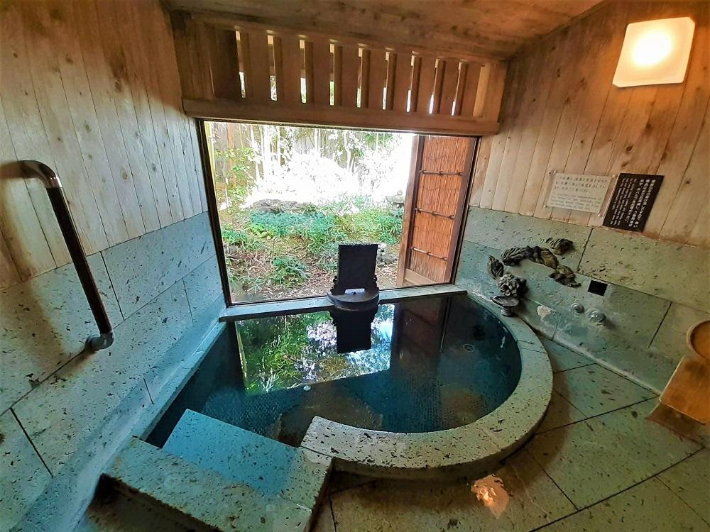 落ち着くサイズの「風姿棟」2つの貸切風呂と「檜湯殿」