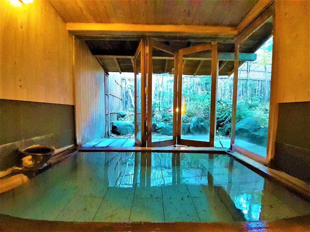 「森のうさぎ棟」にある2つの半露天風呂
