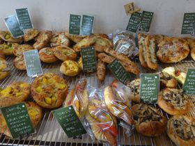 パンの激戦区・大阪本町で人気ナンバーワン!名店「パンデュース」の魅力とは?