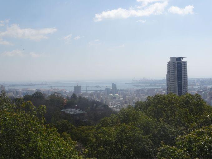 もう少し歩いて展望台まで。港町神戸の景色が広がります。