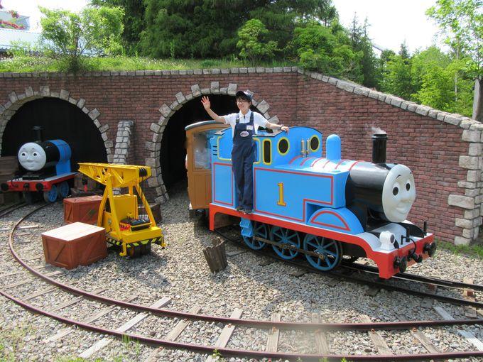 「トーマスとパーシーのわくわくライド」で憧れの機関車に乗ろう!