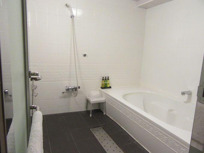 バスルーム&トイレは独立で大きいバスタブ付き!
