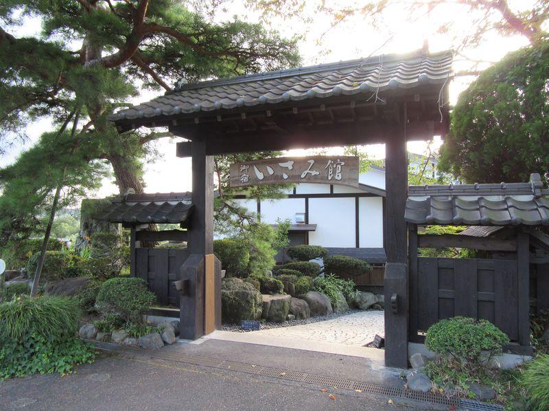 栃木・馬頭温泉 古民家風「囲炉裏の温泉宿 いさみ館」で素敵な時間を