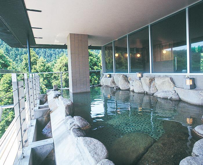 ラドンを含んだ珍しい温泉!