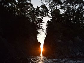 年2回だけの奇跡の日の出!南三陸・伝説の奇岩「神割崎」