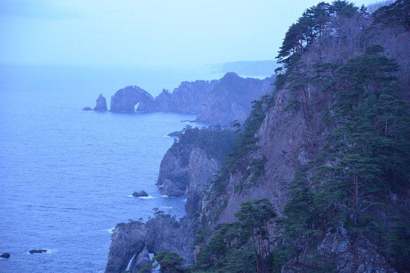 息をのむ断崖絶壁を陸と海から観光できる「北山崎」