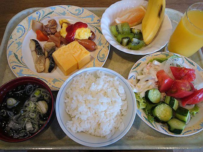 朝食は「新潟県産コシヒカリ」