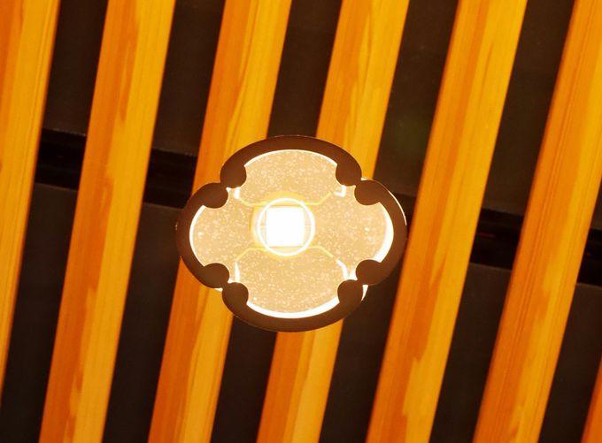 和菓子と甘味を堪能したら、ちょっと天井の灯りを御覧ください。そしてギャラリーもお忘れなく…。