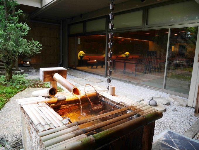 お客さま自らが源泉でつくる温泉たまご。温泉自体の塩味が自然でとっても美味しい!