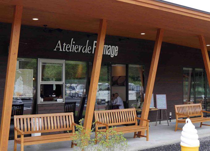 軽井沢発地市庭には、軽井沢のチーズの名店「アトリエ・ド・フロマージュ」もある。