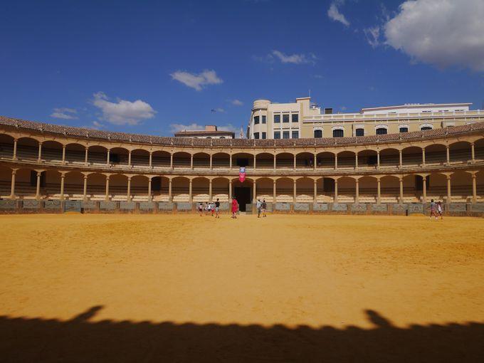 スペイン最古の闘牛場を満喫しよう