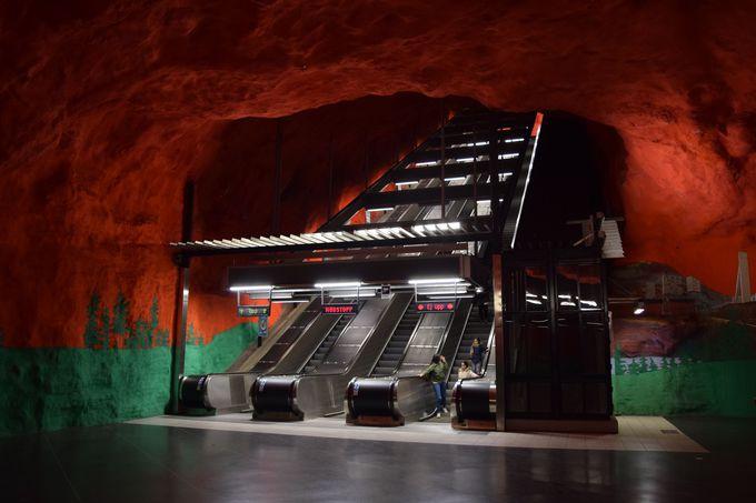 3.ストックホルムの地下鉄駅
