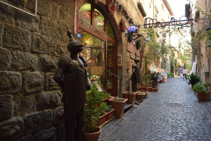 美食と名所の宝庫!イタリアの世界一美しい丘上都市「オルヴィエート」