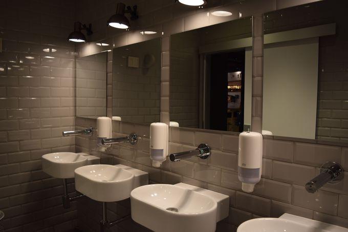モダンなイートインスペース!トイレも清潔で綺麗