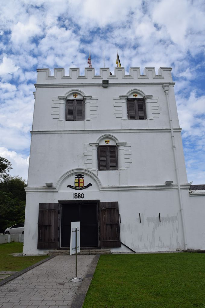 かつての白人王が建てた素敵なコロニアル建築群