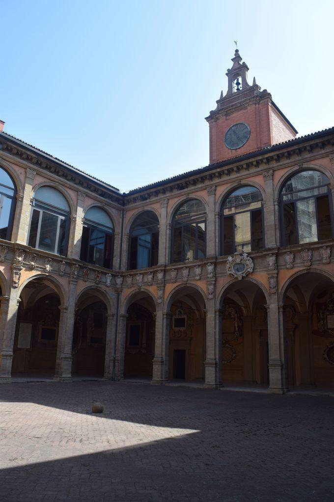 大学とは思えない?まさに宮殿の旧ボローニャ大学