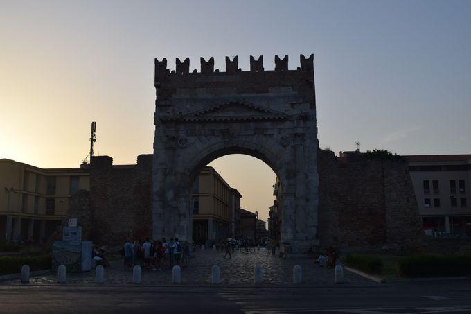 ローマ時代最古の凱旋門も!遺跡チェックもお忘れなく