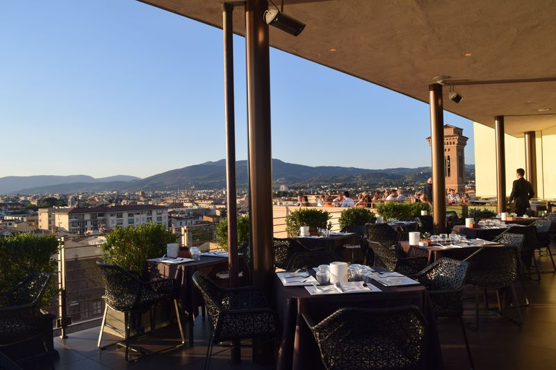 眺めが最高の「SE・STO On Arno」でお得にアペリティーボ