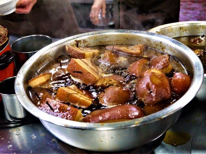 ガッツリ食べるなら「山河魯肉飯」の魯肉飯で決まり!