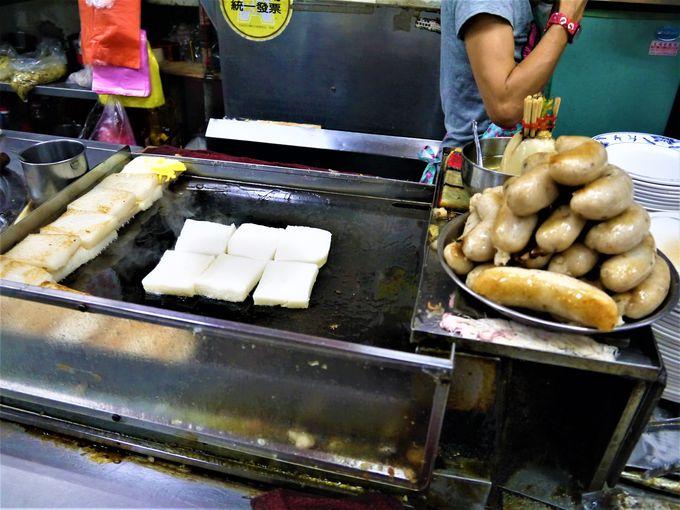 地元客人気ナンバー1は「王記菜頭果糯米腸」のモチモチセット!