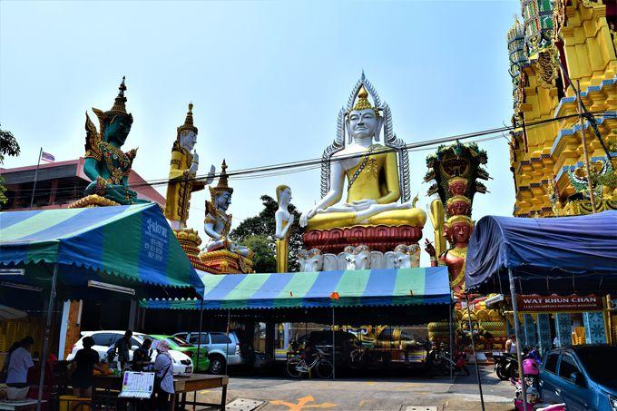 巨大でカラフルな仏像が!ワット・クンチャンにも注目