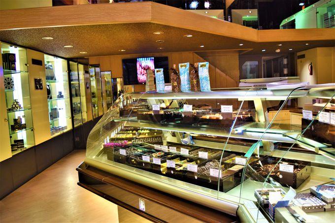チョコやケーキ、パンで溢れる店内